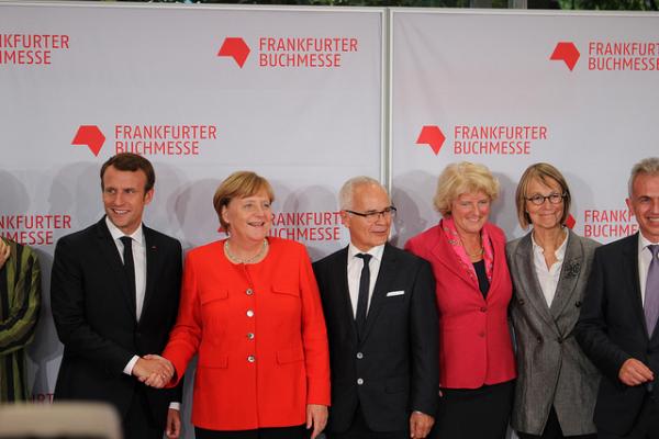 Emmanuel Macron, Angela Merkel et Françoise Nyssen à francfort labo de l'édition